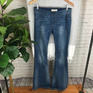 Free people pull on flare jeans. Size 28.